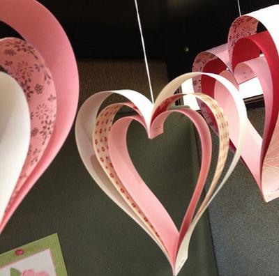 Как сделать из цветной бумаги сердечко